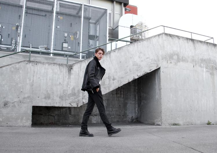 georgmallner_zara_sheepskinjacket_weekday_turtelneckshirt_albertopants_drmartens_fashion_look_outfit_2