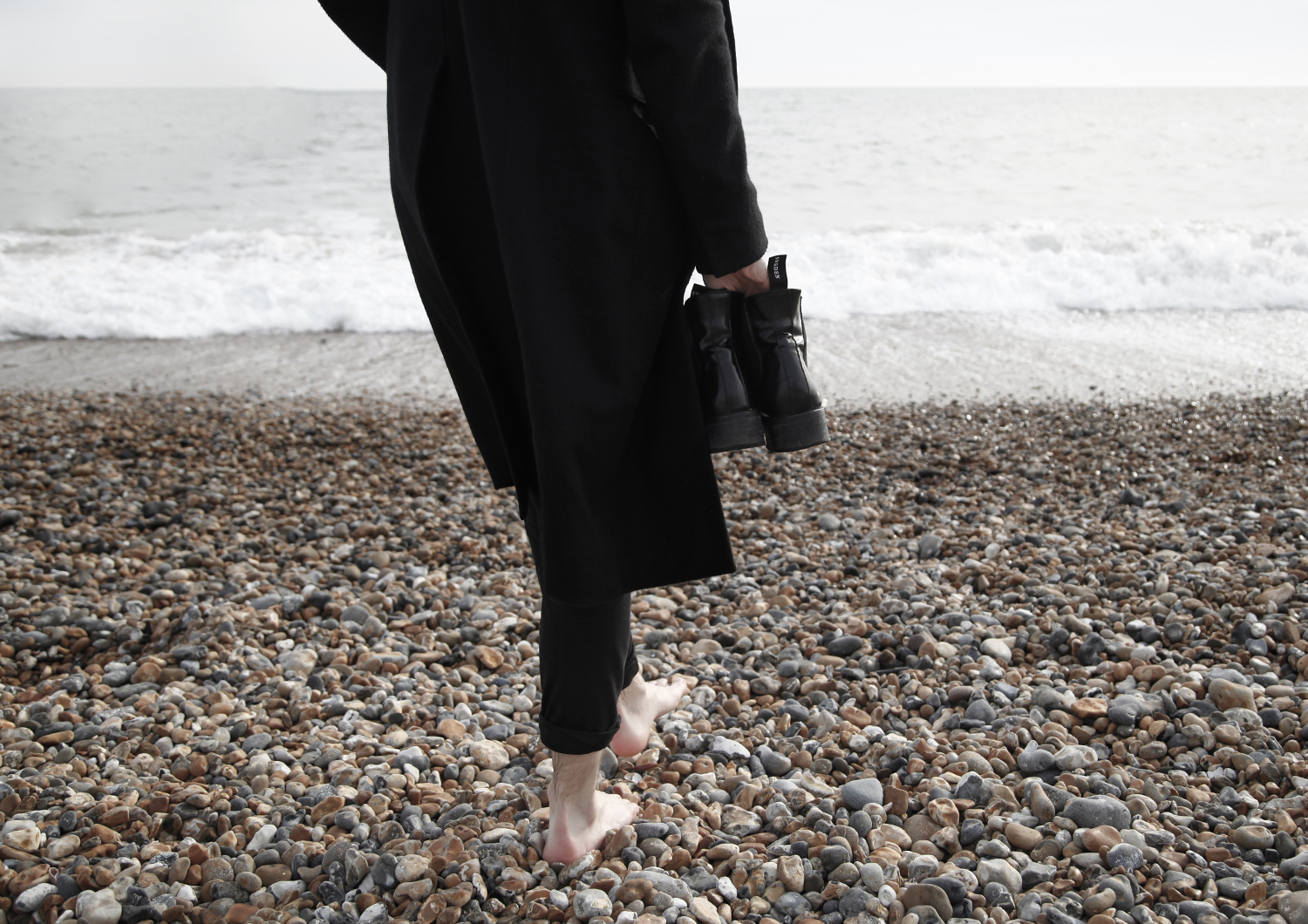 georgmallner_outfit_look_brightonpier_allsaints_coat_acne_scarf_tigerofsweeden_chelseaboots_cos_pants_3