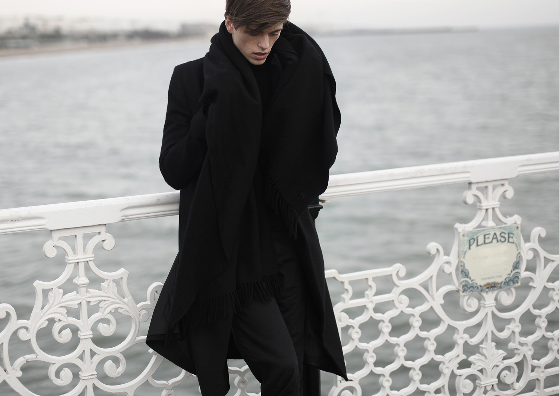 georgmalner_imissyoubrigthon_followmearround_youtube_allsaints_coat_acne_scarf_travel_fashion_london_streetlook_5