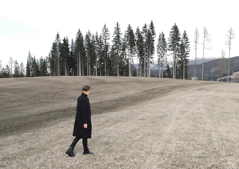 georgmallner_travel_widthsofbeige_mountians_austria_photography_melancholic_allsaints_coat_drmartens_boots_2