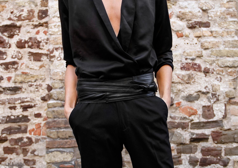 Look_GeorgMallner_Silk_Pyjama_PyjamaLook_outfitoftheday_Ourfit_style_Leather_cummrebund_Suitpants_Asos_Italy_Photoshoot_Streetstyle_editorial_2